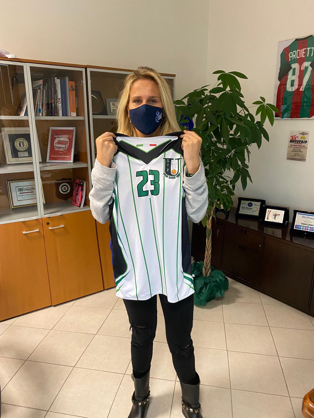 Una maglia Union per l'assessore allo sport Elena Proietti!